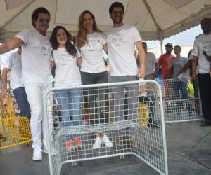 El artista, estuvo acompañado de su esposa, Claudia E. Vásquez y su equipo de trabajo.