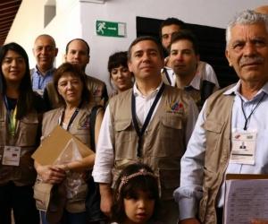 Javier Couso (centro), diputado de IU en el Parlamento Europeo, reportó normalidad en votaciones en Venezuela.