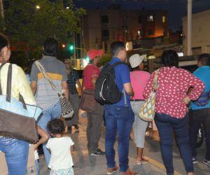 Gran cantidad de pasajeros sufrieron en la noche de este lunes para retornar a sus casas.