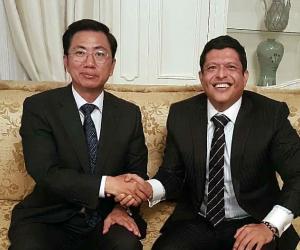 El Rector de la Universidad del Magdalena, Pablo Vera Salazar, tuvo un encuentro con el mandatario coreano en la Embajada, en Bogotá.