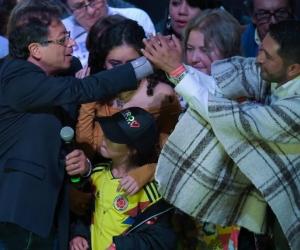 Gustavo Petro celebrando el triunfo en primera vuelta.