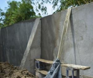 Dicho muro,en su totalidad, fue construido en varios frentes.
