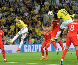 Momento en que Yerri Mina hizo el gol de cabeza.