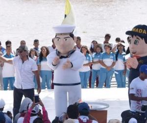 El Alcalde Char recibió el Fuego Centroamericano en el Gran Malecón del Río Magdalena.