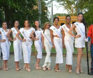 Las candidatas durante su visita a la Quinta de San Pedro Alejandrino.