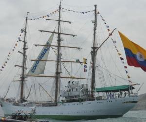Buque Gloria, insignia de la Armada Colombiana, en su llegada a Santa Marta.