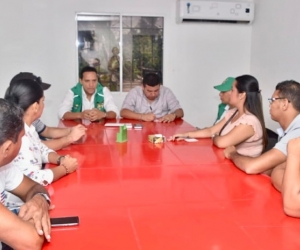 El subdirector del ICBF, Aristides Herrera, sostuvo un encuentro con autoridades del municipio de Puebloviejo.