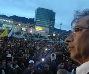 Petro lideró plantón en Bogotá.