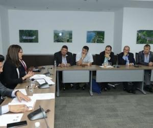 Ángela María Orozco, ministra de Trabajo, reunida con taxistas a nivel nacional.