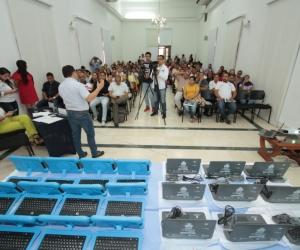 95 docentes con tablets y 65 computadoras portátiles, para un total de 160 docentes dotados y beneficiados.