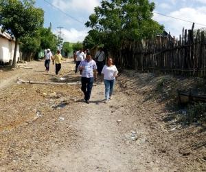 El alcalde Jairo Molina realizó las inspecciones en las comunidades afectadas por el vendaval.