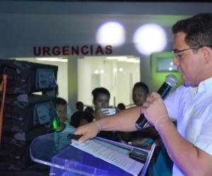Alcalde Martínez, durante entrega del puesto de salud de Taganga.
