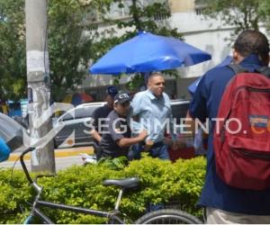 El Alcalde de Ciénaga llegando al centro judicial de Santa Marta.