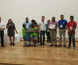 Los docentes y estudiantes participaron en la construccion de estas experiencias significativas.