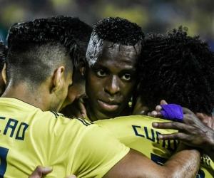 Jugadores de Colombia celebrando el primer gol.