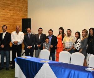 2comisión intergremial, integrada por hoteleros, operadores aéreos y turísticos, además del sector gastronómico.