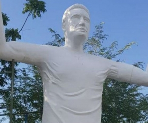 Estatua de Falcao.
