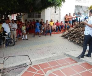 Aspecto de la entrega de los insumos del Plan Semilla, en Tenerife. El evento fue liderado por el alcalde Jorge Mercado.