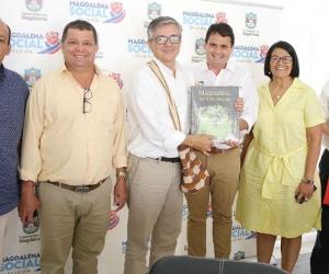 El Viceministro de Comercio, Industria y Turismo, junto a miembros del gabinete departamental.