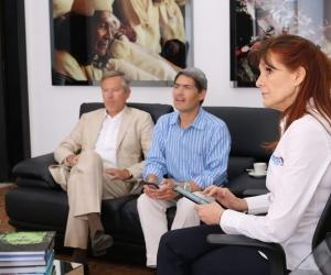 La Gobernadora recibió al diplomático y su comitiva, en compañía del secretario de Desarrollo Económico, Carlos Gutiérrez.