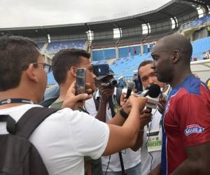 El presidente dijo que le darán prioridad a los periodistas que siempre han acompañado al equipo.