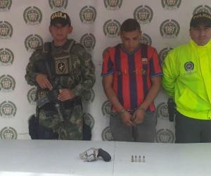 En Ciénaga, Policía y Ejército, logran la captura de un  sujeto por porte ilícito.