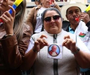 Sor-presa, la monja de la manifestación a favor de Uribe.