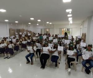 Grado de jóvenes guardianes del turismo en Aracataca.