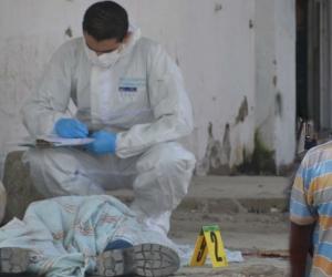El cuerpo de Miller Yánez Rivas quedó tendido en el lugar de los hechos.