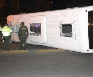 Así quedó el bus de la Policía.