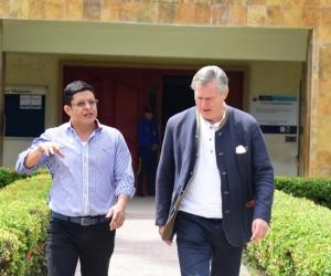 Gunter Pauli y el rector de Unimagdalena, Pablo Vera