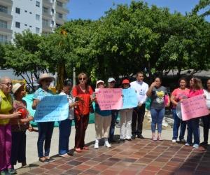 Feligreses realizan plantón para protestar por construcción de pozo.