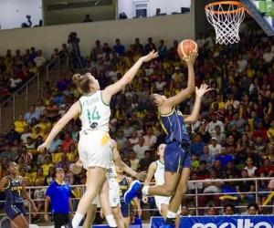 Acción de la final entre Colombia y Brasil.
