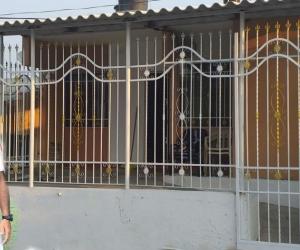El exvolante resultó herido cuando estaba sentado en la terraza de su casa.