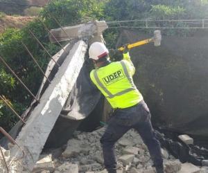 Demolición de casa en El Reposo