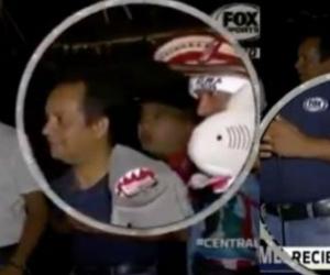 En un video quedó registrado como se acerca el sujeto y le saca el celular del bolsillo a uno de los comunicadores.