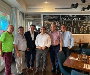 El alcalde Rafael Martínez y el equipo que viajó a EE.UU. a presentar candidatura de Santa Marta