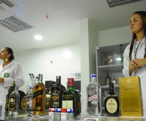 Debe revisar bien la botella para que no sea víctima del licor 'chimbo'.