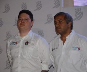 Eduardo Arteta (izquierda), secretario de Educación.