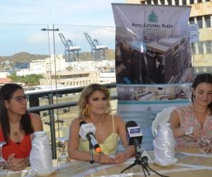 Rueda de prensa en Santa Marta con Adriana Lucía