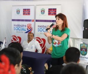 Gobernadora Rosa Cotes entregó 107 títulos de propiedad a moradores de los barrios Santana y Portal de las Avenidas