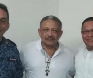Manuel Cadrazco (en el medio, con una cruz), se posesionó como alcalde de San Benito Abad, Sucre.