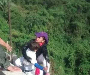 Mujer se lanza de puente con su hijo de diez años en brazos, en Ibagué, Tolima.