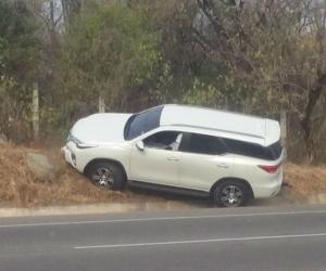 Camioneta donde se desplazaban las víctimas.