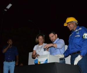 La presentación de las nuevas luminarias estuvo encabezada por el alcalde Rafael Martínez.
