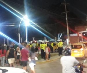 El operativo contra los puestos informales se extendió hasta la noche del lunes.
