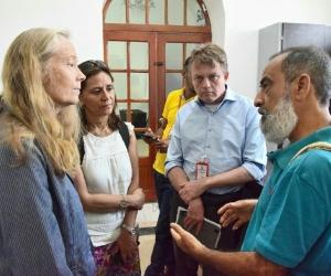 La representante del PMA en Colombia, Deborah Hines; y el secretario de Educación Distrital, Roberto Munarriz.