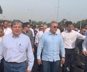 El presidente Iván Duque llegó hasta las bodegas de Tiendas, en compañía del presidente interino de Venezuela, Juan Guaidó.