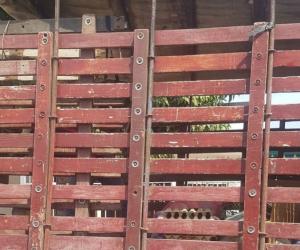 Este es el camión en el cual supuestamente transportaban los alimentos del PAE.