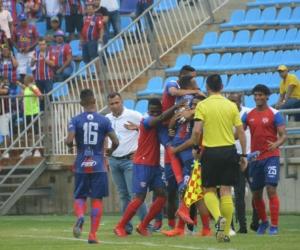 El Unión celebra el gol del defensa Édison Restrepo.